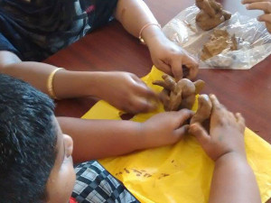 Ganesh-Chaturthi-Making-Clay-ganeshas-min
